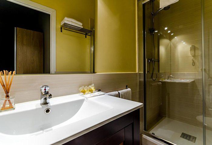 Hotel-Victoria-Palace-Cheap-Price-Gay-Hotel-Barcelona-Near-Gay-Sauna-and-Bars