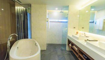 Instagram-Bathtub-Goals-Gay-Luxury-Hotel-Stay-with-Nimman-Chiang-Mai