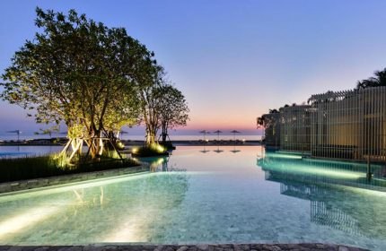 Instagram-Perfect-Beachfront-Gay-Hotel-Pattaya-Veranda-Resort-Pattaya-MGallery