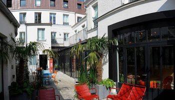 Latest-Update-Gay-Hostel-Paris-Near-Gay-Nightlife-The-3-Ducks-Eiffel-Tower-by-Hiphophostels