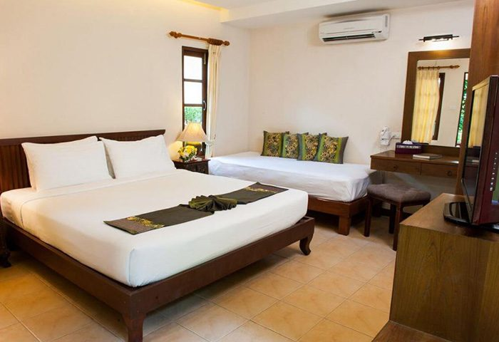 Montien-House-Hotel-Cheap-Beachfront-Pool-Gay-Hotel-Koh-Samui