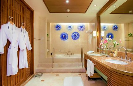 Most-Popular-Gay-Luxury-Honeymoon-Hotel-Shangri-La-Hotel,-Chiang-Mai