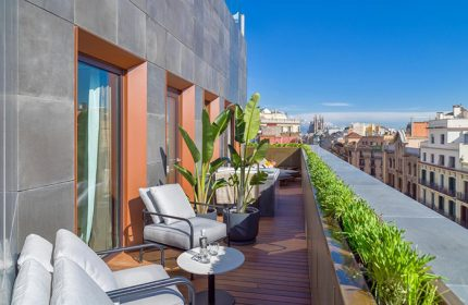 Most-booked-luxury-gay-hotels-in-Barcelona-H10-The-One-Barcelona