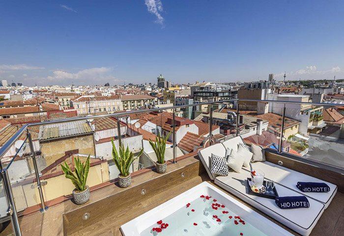 Top-Romantic-Gay-Honeymoon-Hotel-Madrid-in-Chueca-H10-Villa-de-la-Reina-Boutique-Hotel