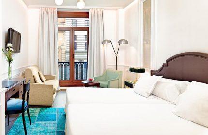 Triple-Rooms-for-3-adults-Gay-Hotel-Madrid-Chueca-Gayborhood-H10-Villa-de-la-Reina-Boutique-Hotel
